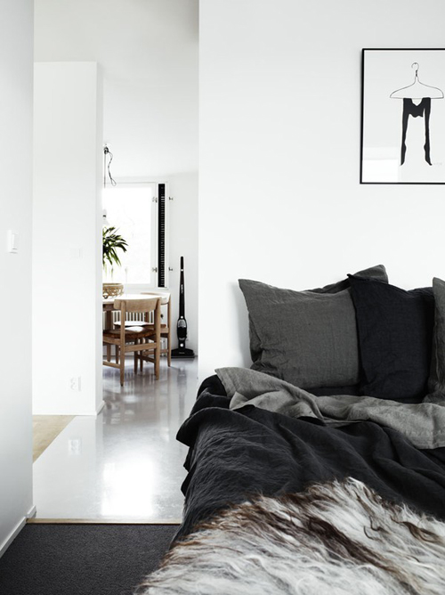 A scandinavian home in black white with grey tones the for Black and white minimalist bedroom