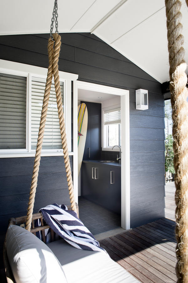A casual beach house in australia the style files for Australian beach house style
