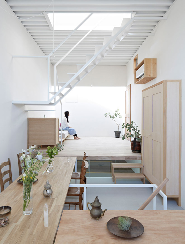 A clever designed home in japan the style files for Architecture japonaise