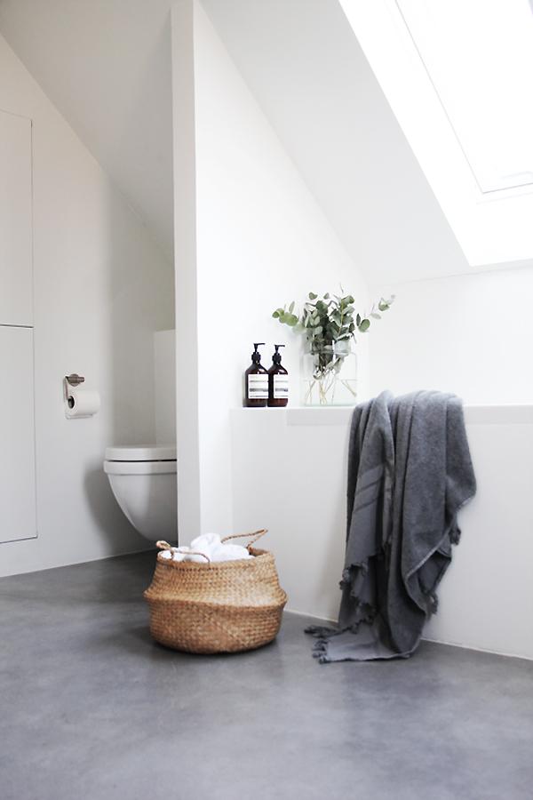 simple serene stylish a beautiful bathroom the style files