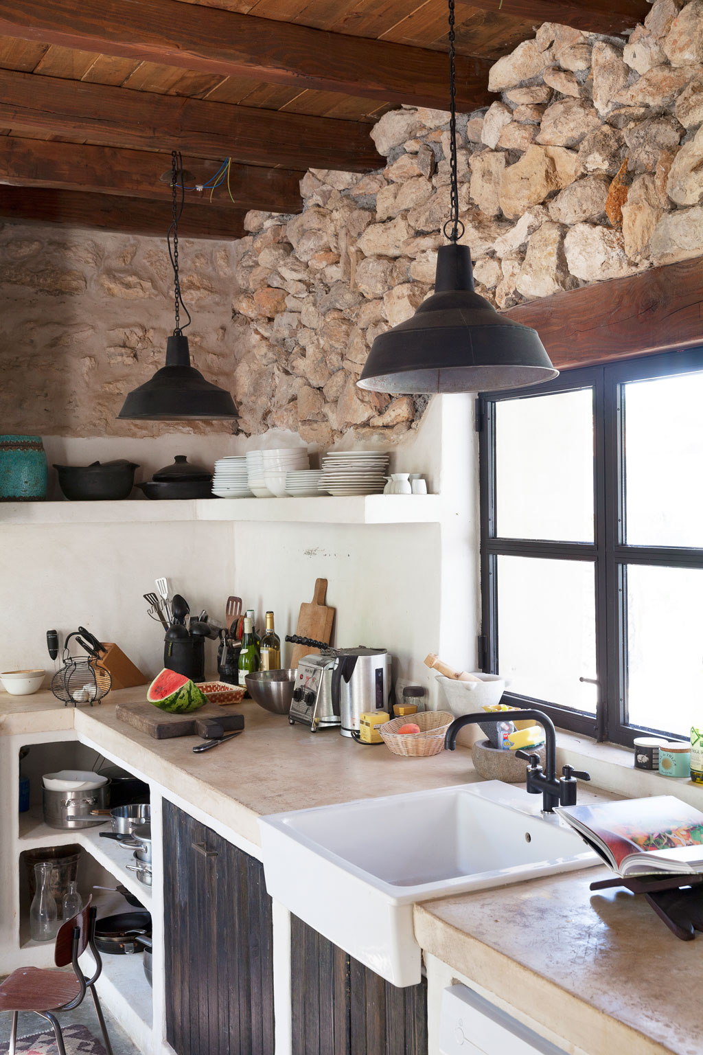 A stunning renovated farmhouse on ibiza the style files for Cocinas de campo