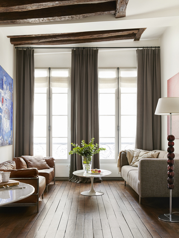 AN ELEGANT APARTMENT IN THE HEART OF PARIS