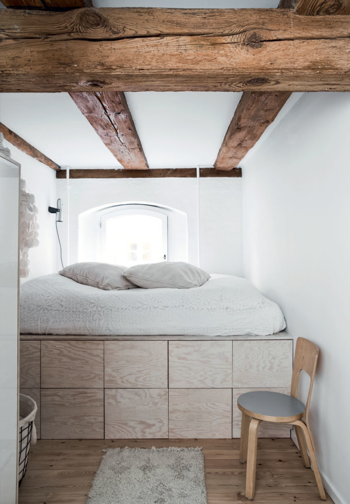bed-on-plywood-drawers-700x1009