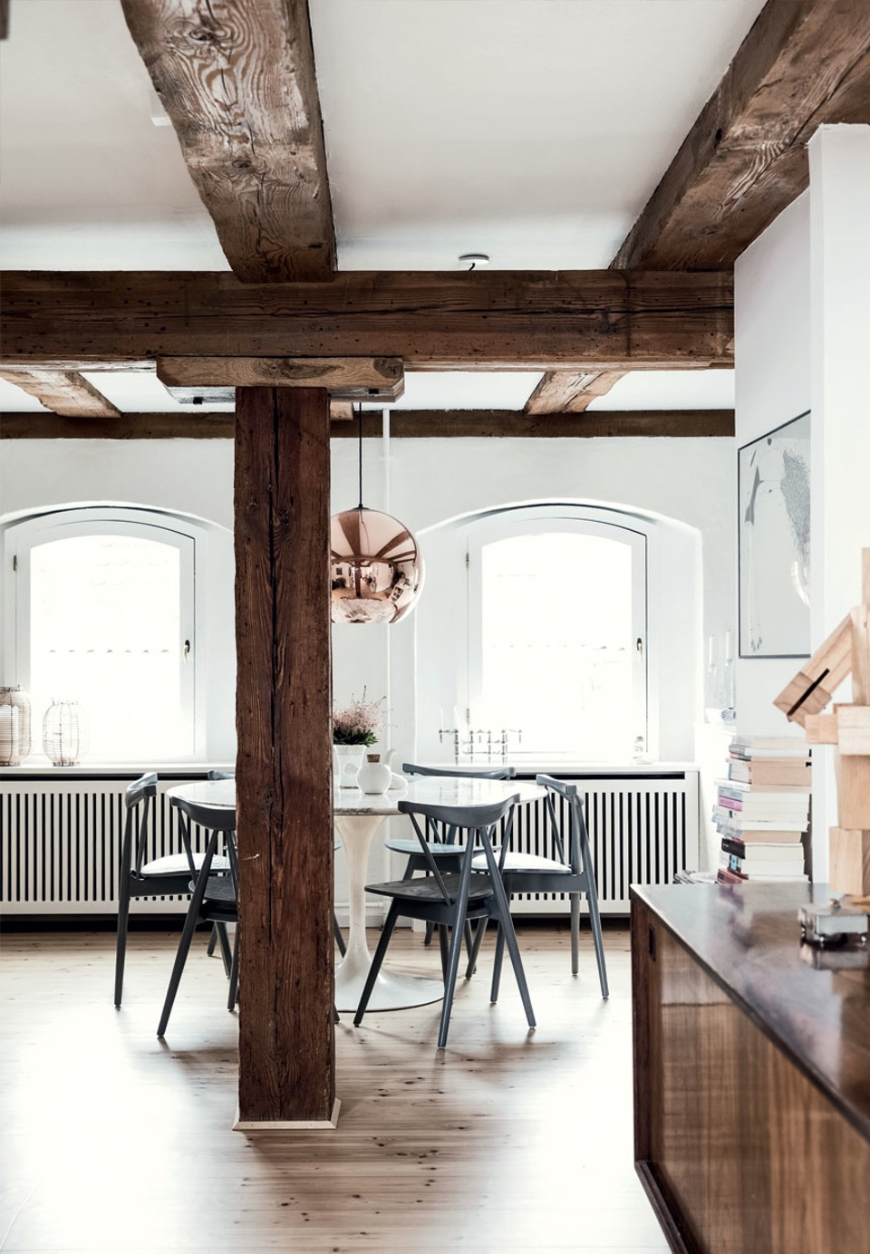 spiseplads-bjaelker-rustik-lejlighed-signe-bloch-ZB0OZka_xQItzIagb7Is2g