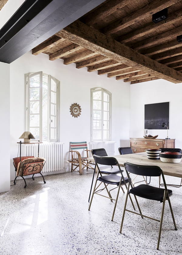 A rustic modern hideaway in the south of france the for Como jogar modern living room escape