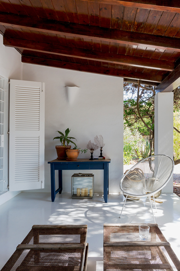 An old workers cottage turned into a ibiza home the for Ibiza classic house