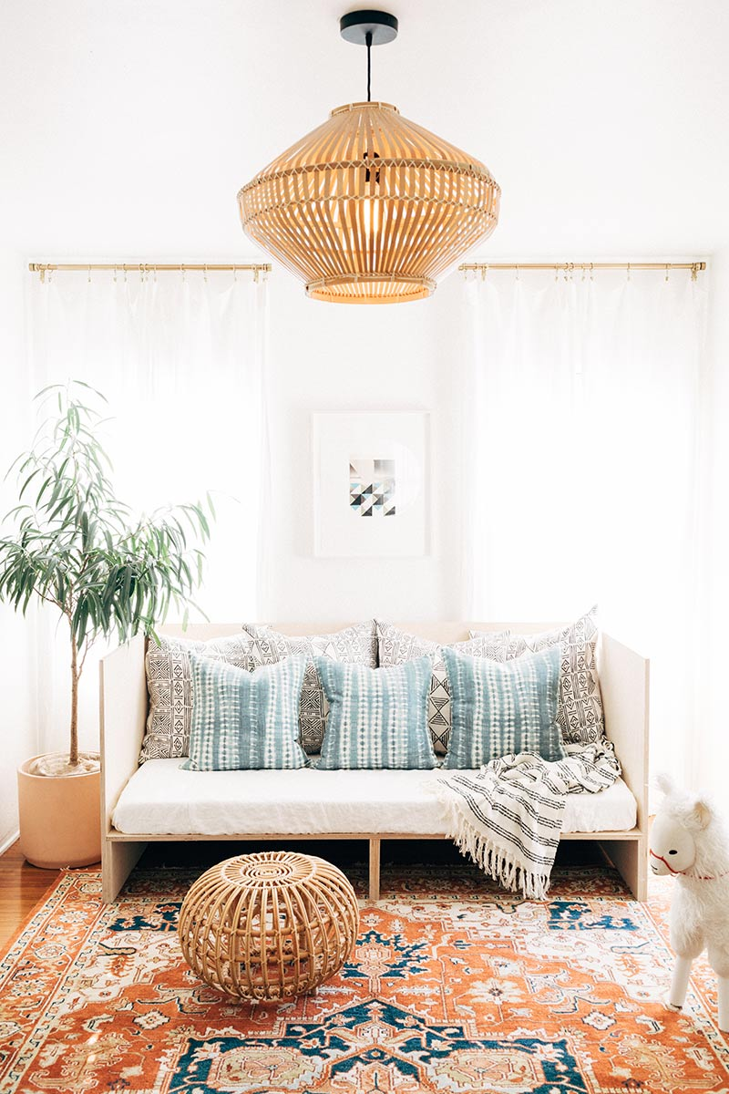 I Love A Good Diy Project And This Daybed Created By House In The Hills Certainly Belongs To Category Of Great Easy Projects