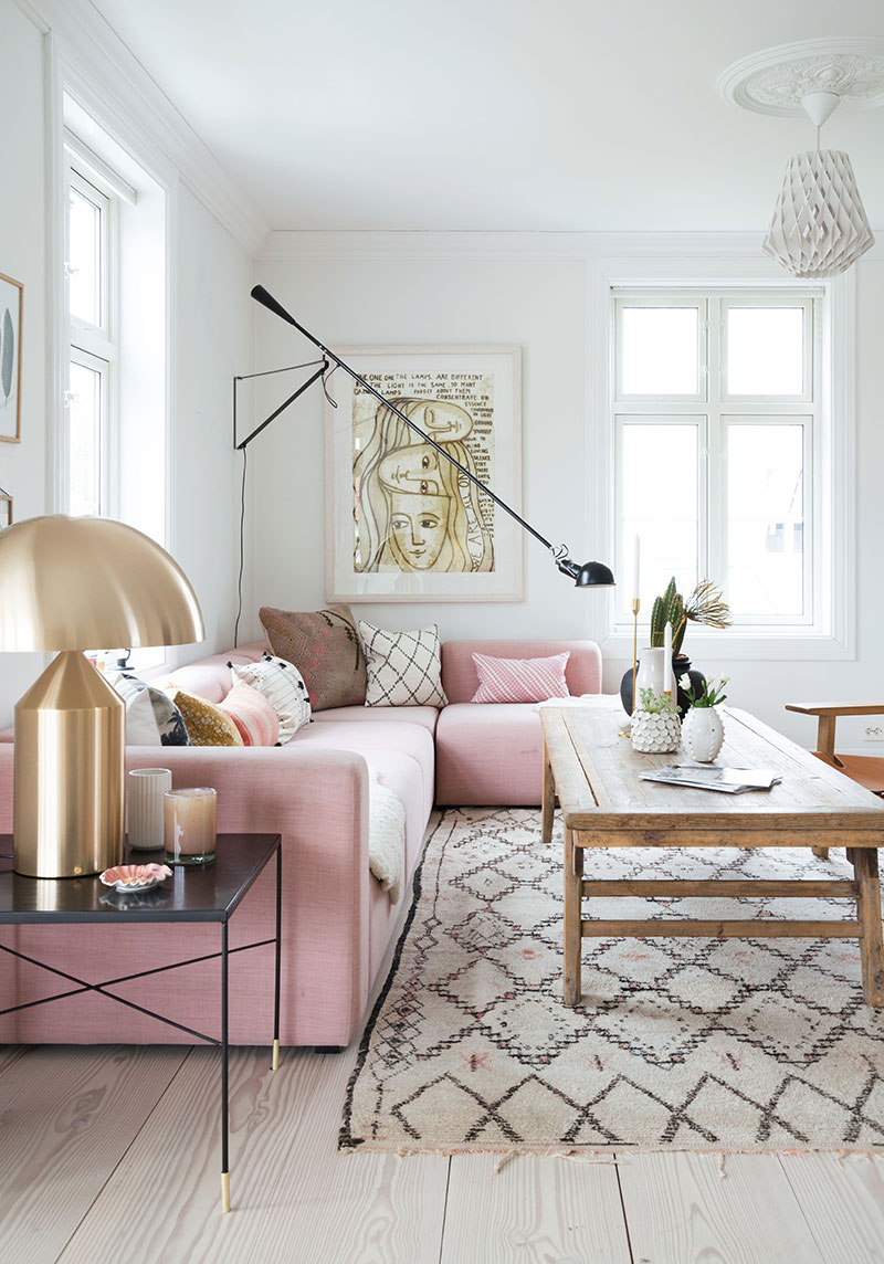 This light filled Norwegian home has touches of pink which adds a feminine feel to the decor. However the leather furniture pieces combined with some black ... & A SCANDINAVIAN HOME WITH A FEMININE TOUCHE | THE STYLE FILES